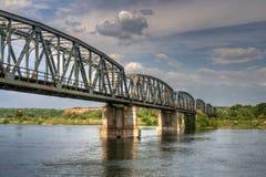 Pont de chemin de fer au-dessus de l'olt de fleuve, Roumanie Photo libre de droits