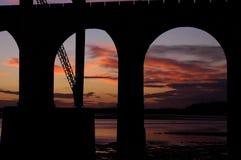 Pont de chemin de fer au-dessus de la rivière le Mersey Images libres de droits