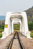 Pont de chemin de fer blanc dans le lumphun Thaïlande Images stock