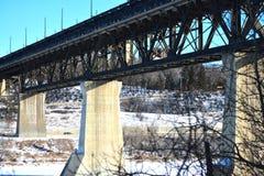 Pont de chemin de fer dans la ville d'Edmonton Photo libre de droits