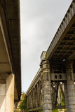 Pont de chemin de fer de Chepstow et pont moderne en route au-dessus de montage en étoile de rivière photo libre de droits