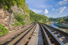 Pont de chemin de fer de la mort au-dessus de la rivière de Kwai dans le kanchanaburi photos stock