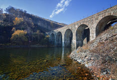 Pont de chemin de fer sur le chemin de fer de Circum-Baikal Image libre de droits