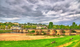 Pont de Chinon, μια γέφυρα πέρα από τη Βιέννη σε Chinon, Γαλλία στοκ φωτογραφία