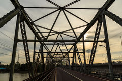 Pont de Chulachomklao en Thaïlande photo stock