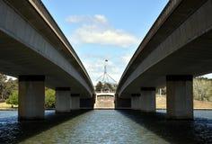Pont de Commonwealth au-dessus de lac Burley Griffin photo stock