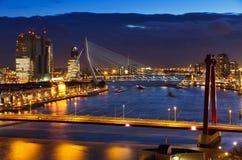 Pont de crépuscule de Rotterdam photos libres de droits