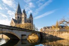 Pont de DES Roches de Pont et neuf de temple - nouvelle église protestante, monument impérial allemand d'Alsace-Lorraine en vil photographie stock