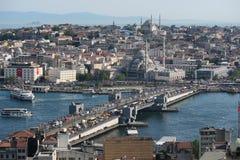 Pont de Galata et le klaxon d'or à Istanbul Turquie Image stock
