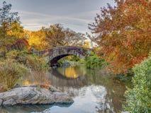 Pont de Gapstow en automne en retard photo stock