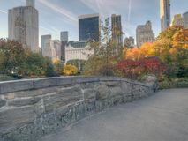 Pont de Gapstow en automne en retard image stock
