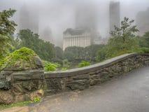 Pont de Gapstow le jour brumeux images stock