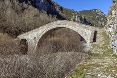 Pont de gorge de Misios, de Vikos et de montagnes de Pindus, Zagori, Épire Photos libres de droits