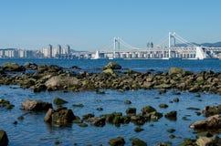 Pont de GwangAn et ville de Busan dans HaeUnDae en Corée Images libres de droits
