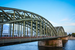 Pont de Hohenzoller, Cologne, Allemagne Images stock