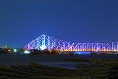 Pont de Howrah dans la lumière pourpre Photographie stock libre de droits