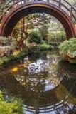 Pont de jardin de thé Photographie stock libre de droits