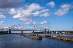 Pont de jubilé argenté, canal maritime de Manchester, Angleterre Photographie stock libre de droits