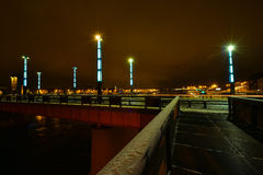 Pont de Kaunas Aleksotas la nuit Lithuanie Photo libre de droits