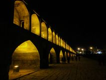 Pont de Khaju après coucher du soleil, Esfahan, Iran photographie stock libre de droits
