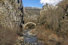 Pont de Kontodimos, montagnes de Pindus, Zagori, Épire Image stock