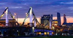 Pont de Krymsky ou pont criméen vue de nuit à Moscou, Russie Image libre de droits