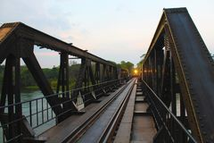Pont de Kwai de rivière après des précipitations photo libre de droits