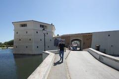 Pont de la Poterne dans le port Grimaud, France Photos libres de droits