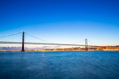 Pont de Lisbonne au crépuscule Photographie stock