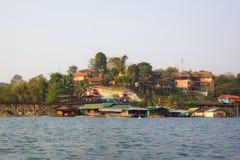 Pont de lundi dans Sangkhlaburi Image stock