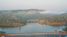 Pont de lundi, Sangkhlaburi, Kanchanaburi, Thaïlande, Asie banque de vidéos