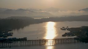 Pont de lundi, Sangkhlaburi, Kanchanaburi, Thaïlande, Asie clips vidéos