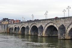 Pont de Maastricht, Pays-Bas - de StServatius Photographie stock libre de droits