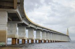 Pont de Manaus-Iranduba au-dessus de rivière de nègre. Photographie stock