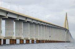 Pont de Manaus-Iranduba au-dessus de rivière de nègre. Photos stock