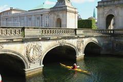 Pont de marbre au palais Kristiansborg Copenhague, Danemark Photos stock