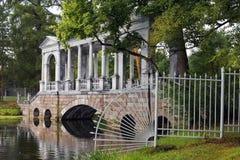 Pont de marbre ou galerie de marbre sibérienne dans Tsarskoye Selo (Pushkin) Photo libre de droits