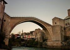 Pont de Mostar le soir photographie stock libre de droits