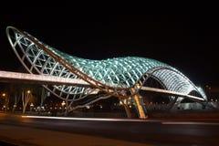 Pont de paix. Tblisi, la Géorgie photographie stock libre de droits