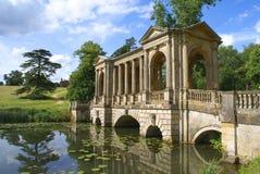 Pont de Palladian, paysage de Stowe, Angleterre photos stock