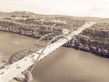 Pont de Pennybacker de vue aérienne ou 360 pont dans Austin, le Texas, U Photographie stock libre de droits