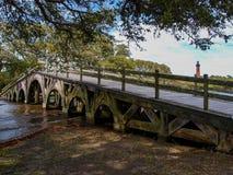 Pont de pied au parc d'héritage de Currituck photos libres de droits