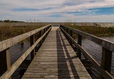 Pont de pied au parc d'h?ritage de Currituck photographie stock