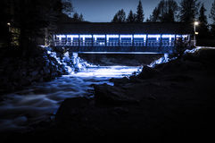 Pont de pied de crique de Fitzsimmons la nuit Photo stock