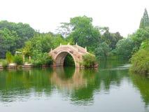 Pont de pierre de Wu zhen Photographie stock libre de droits