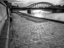 Pont de Pilsudski au-dessus du fleuve Vistule, Cracovie, Pologne Photographie stock libre de droits