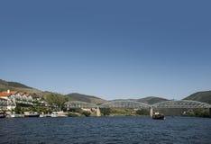 Pont de Pinhao au-dessus de rivière Douro, Portugal photos libres de droits