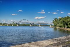 Pont de point de couronne au-dessus de lac Champlain photos stock