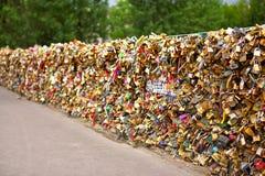 Pont de Pont des Arts, Paris, France romantique Photos stock