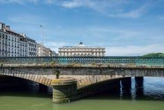 Pont de Pont Mayou et Mairie De Bayonne dans l'Aquitaine, France Photos libres de droits